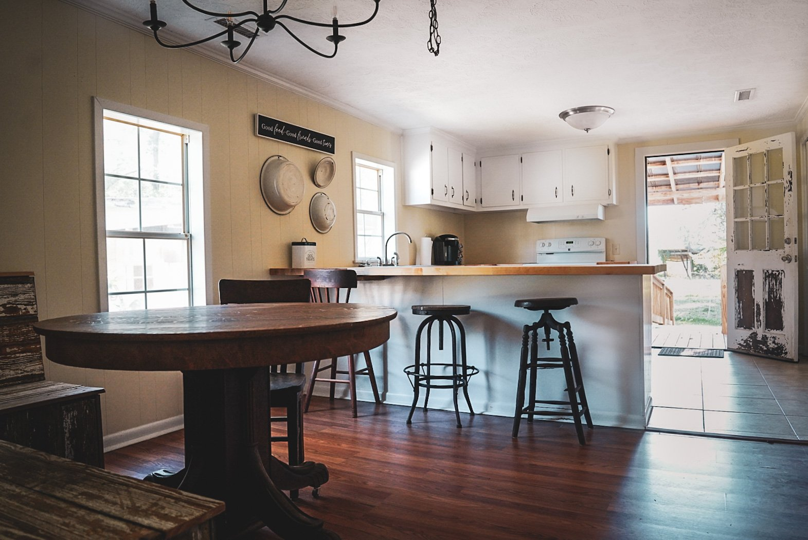 Southern Red Oak House kitchen dining room