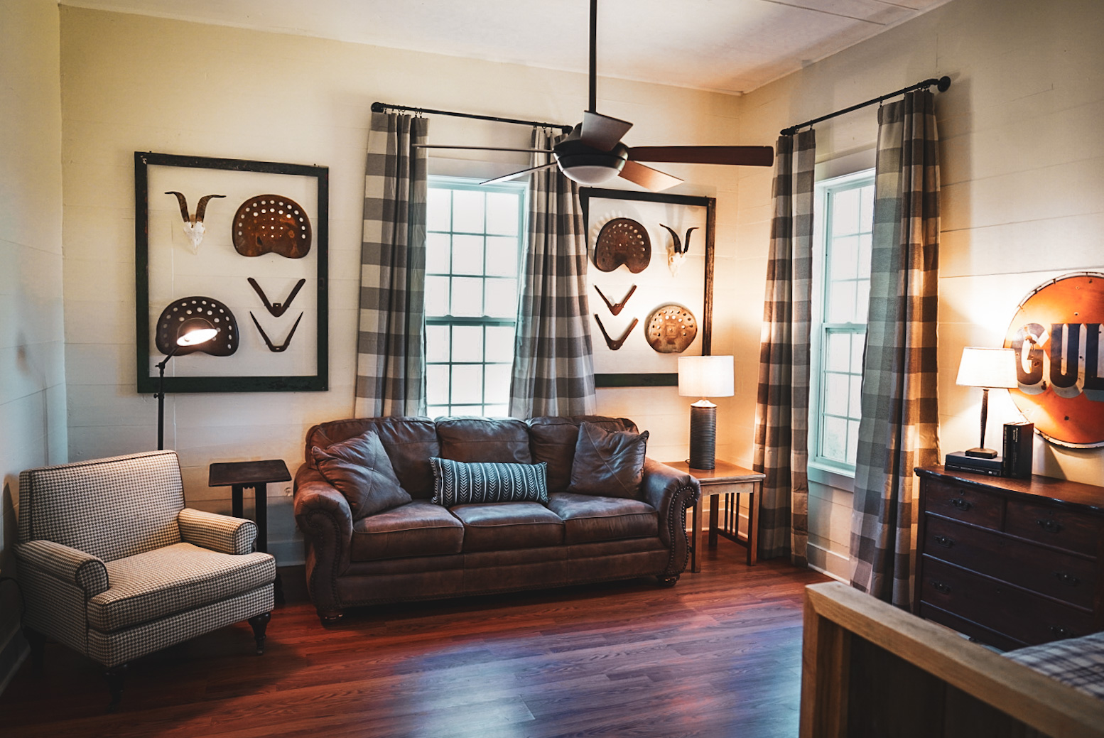 Southern Red Oak House living room